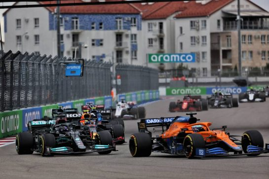 Lewis Hamilton (GBR) Mercedes AMG F1 W12 and Daniel Ricciardo (AUS) McLaren MCL35M battle for position at the start of the race. 26.09.2021. Formula 1 World Championship, Rd 15, Russian Grand Prix, Sochi Autodrom, Sochi, Russia, Race Day. - www.xpbimages.com, EMail: requests@xpbimages.com © Copyright: Batchelor / XPB Images