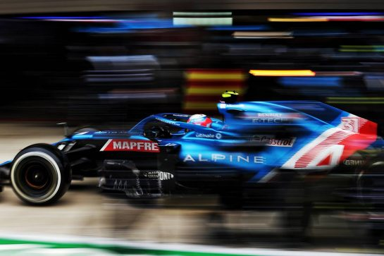 Esteban Ocon (FRA) Alpine F1 Team A521 makes a pit stop. 26.09.2021. Formula 1 World Championship, Rd 15, Russian Grand Prix, Sochi Autodrom, Sochi, Russia, Race Day. - www.xpbimages.com, EMail: requests@xpbimages.com © Copyright: Charniaux / XPB Images