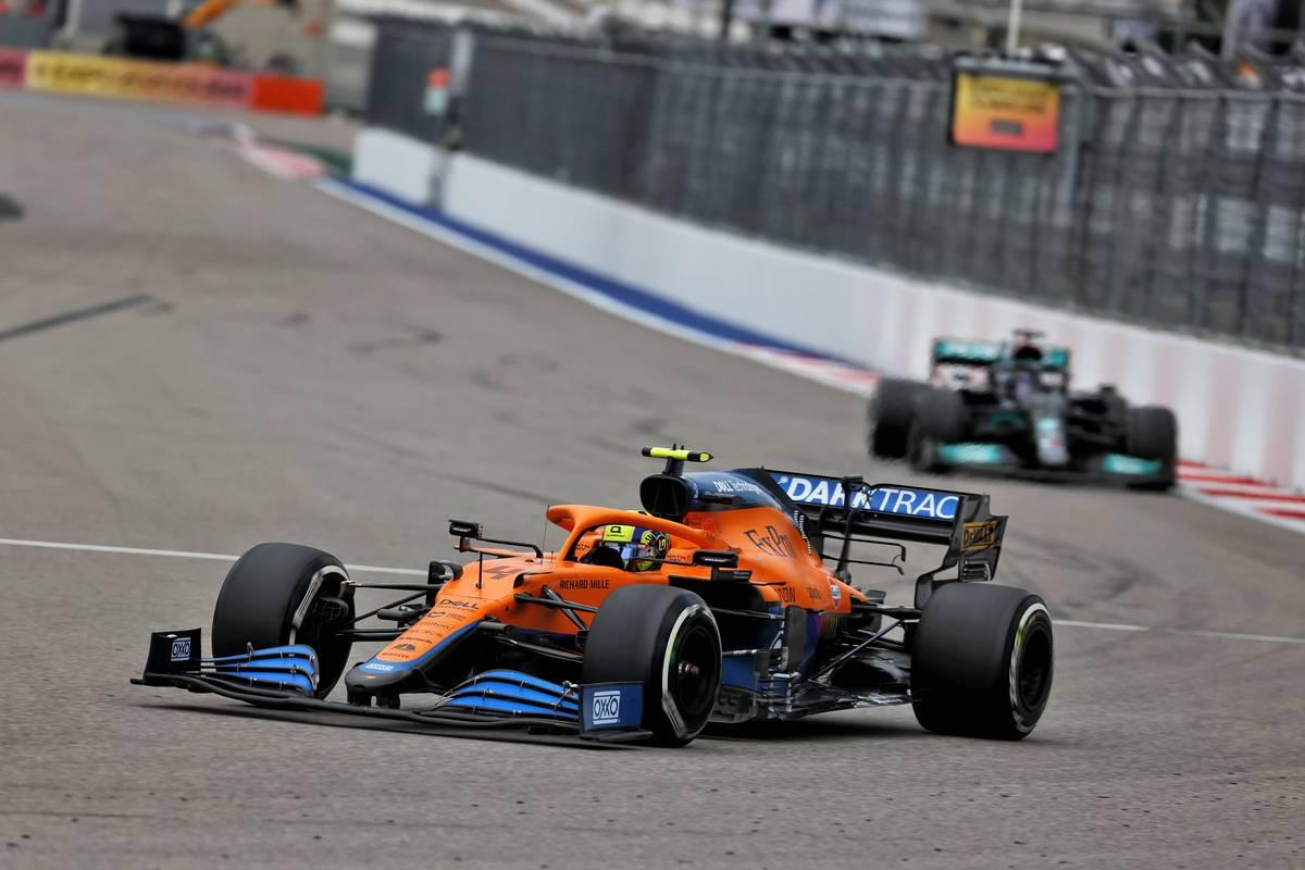 Lando Norris (GBR) McLaren MCL35M leads Lewis Hamilton (GBR) Mercedes AMG F1 W12. 26.09.2021. Formula 1 World Championship, Rd 15, Russian Grand Prix, Sochi