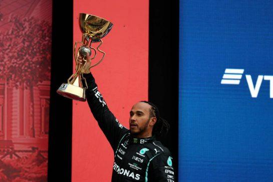 1st place Lewis Hamilton (GBR) Mercedes AMG F1 W12.26.09.2021. Formula 1 World Championship, Rd 15, Russian Grand Prix, Sochi Autodrom, Sochi, Russia, Race Day.- www.xpbimages.com, EMail: requests@xpbimages.com © Copyright: Batchelor / XPB Images