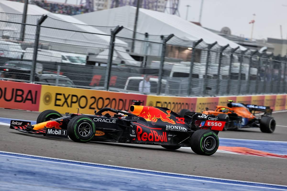 Lando Norris (GBR) McLaren MCL35M heads into the pits as Max Verstappen (NLD) Red Bull Racing RB16B passes him. 26.09.2021. Formula 1 World Championship, Rd 15, Russian Grand Prix, Sochi