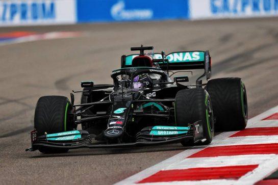 Lewis Hamilton (GBR) Mercedes AMG F1 W12. 26.09.2021. Formula 1 World Championship, Rd 15, Russian Grand Prix, Sochi Autodrom, Sochi, Russia, Race Day. - www.xpbimages.com, EMail: requests@xpbimages.com © Copyright: Moy / XPB Images