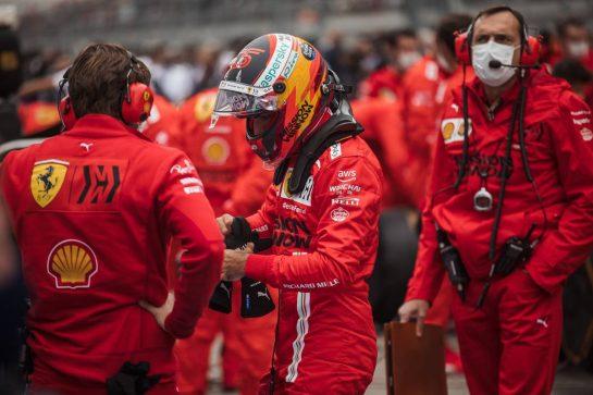 Carlos Sainz Jr (ESP) Ferrari on the grid. 26.09.2021. Formula 1 World Championship, Rd 15, Russian Grand Prix, Sochi Autodrom, Sochi, Russia, Race Day. - www.xpbimages.com, EMail: requests@xpbimages.com © Copyright: Bearne / XPB Images
