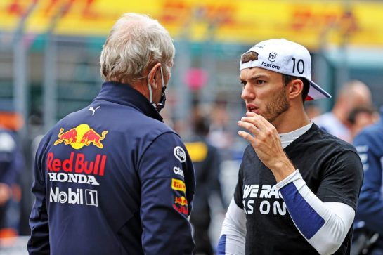 (L to R): Dr Helmut Marko (AUT) Red Bull Motorsport Consultant with Pierre Gasly (FRA) AlphaTauri on the grid. 26.09.2021. Formula 1 World Championship, Rd 15, Russian Grand Prix, Sochi Autodrom, Sochi, Russia, Race Day. - www.xpbimages.com, EMail: requests@xpbimages.com © Copyright: Moy / XPB Images