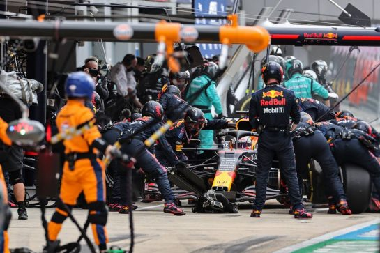 Max Verstappen (NLD) Red Bull Racing RB16B makes a pit stop. 26.09.2021. Formula 1 World Championship, Rd 15, Russian Grand Prix, Sochi Autodrom, Sochi, Russia, Race Day. - www.xpbimages.com, EMail: requests@xpbimages.com © Copyright: Charniaux / XPB Images