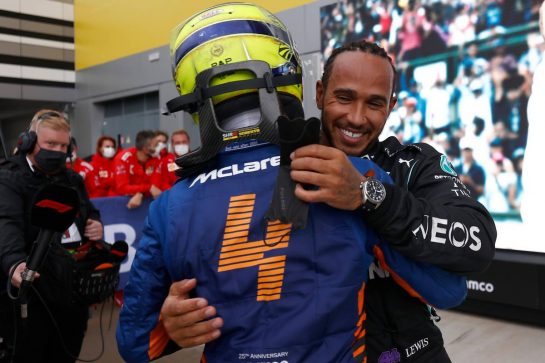 (L to R): Lando Norris (GBR) McLaren with race winner Lewis Hamilton (GBR) Mercedes AMG F1 in parc ferme. 26.09.2021. Formula 1 World Championship, Rd 15, Russian Grand Prix, Sochi Autodrom, Sochi, Russia, Race Day. - www.xpbimages.com, EMail: requests@xpbimages.com © Copyright: FIA Pool Image for Editorial Use Only