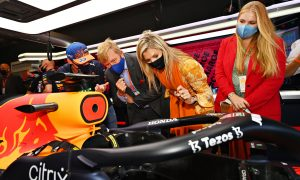 Max gives Willem-Alexander and Maxima the Royal tour
