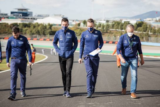 Nicholas Latifi (CDN) Williams Racing walks the circuit with the team. 07.10.2021. Formula 1 World Championship, Rd 16, Turkish Grand Prix, Istanbul, Turkey, Preparation Day. - www.xpbimages.com, EMail: requests@xpbimages.com © Copyright: Bearne / XPB Images