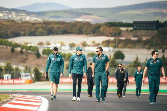 Lance Stroll (CDN) Aston Martin F1 Team walks the circuit with the team. 07.10.2021. Formula 1 World Championship, Rd 16, Turkish Grand Prix, Istanbul, Turkey, Preparation Day. - www.xpbimages.com, EMail: requests@xpbimages.com © Copyright: Bearne / XPB Images