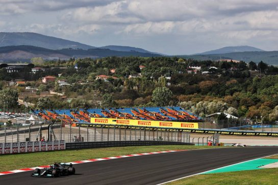 Lewis Hamilton (GBR) Mercedes AMG F1 W12. 08.10.2021 Formula 1 World Championship, Rd 16, Turkish Grand Prix, Istanbul, Turkey, Practice Day. - www.xpbimages.com, EMail: requests@xpbimages.com © Copyright: Batchelor / XPB Images