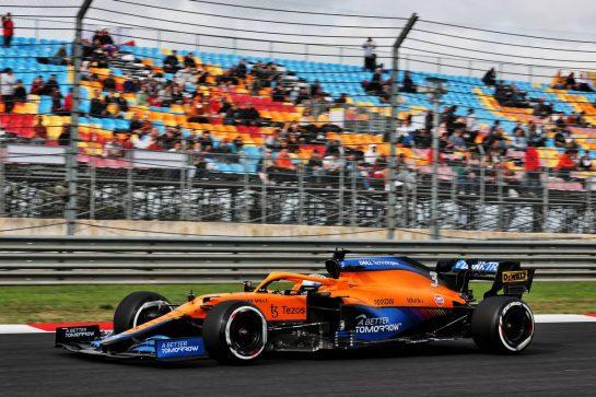 Daniel Ricciardo (AUS) McLaren MCL35M. 08.10.2021 Formula 1 World Championship, Rd 16, Turkish Grand Prix, Istanbul, Turkey, Practice Day. - www.xpbimages.com, EMail: requests@xpbimages.com © Copyright: Batchelor / XPB Images