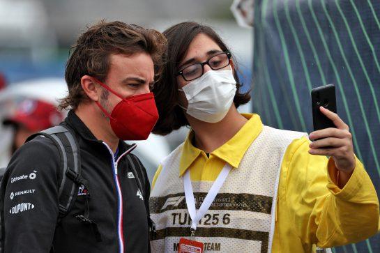 Fernando Alonso (ESP) Alpine F1 Team. 09.10.2021. Formula 1 World Championship, Rd 16, Turkish Grand Prix, Istanbul, Turkey, Qualifying Day. - www.xpbimages.com, EMail: requests@xpbimages.com © Copyright: Batchelor / XPB Images