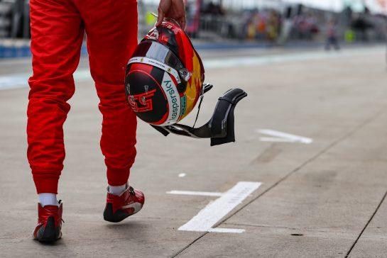 Carlos Sainz Jr (ESP) Ferrari - helmet. 09.10.2021. Formula 1 World Championship, Rd 16, Turkish Grand Prix, Istanbul, Turkey, Qualifying Day. - www.xpbimages.com, EMail: requests@xpbimages.com © Copyright: Charniaux / XPB Images