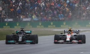 Red Bull: Mercedes straight-line speed like 'driving with DRS'