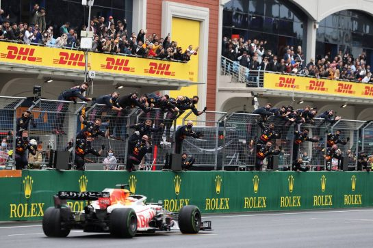 Second placed Max Verstappen (NLD) Red Bull Racing RB16B passes the team at the end of the race. 10.10.2021. Formula 1 World Championship, Rd 16, Turkish Grand Prix, Istanbul, Turkey, Race Day. - www.xpbimages.com, EMail: requests@xpbimages.com © Copyright: Moy / XPB Images