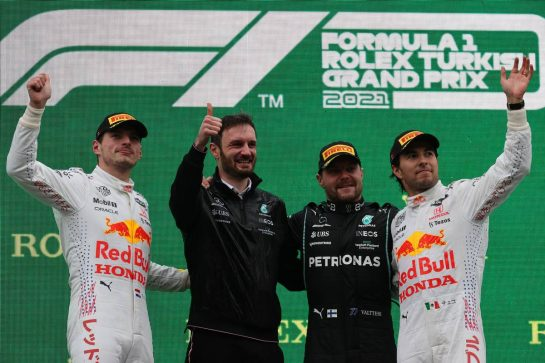 1st place Valtteri Bottas (FIN) Mercedes AMG F1 W12, 2nd place Max Verstappen (NLD) Red Bull Racing RB16B and 3rd place Sergio Perez (MEX) Red Bull Racing RB16B. 10.10.2021. Formula 1 World Championship, Rd 16, Turkish Grand Prix, Istanbul, Turkey, Race Day. - www.xpbimages.com, EMail: requests@xpbimages.com © Copyright: Batchelor / XPB Images