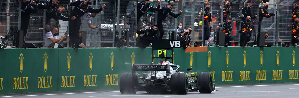 1st place Valtteri Bottas (FIN) Mercedes AMG F1 passes the team. 10.2021. Formula 1 World Championship, Rd 16, Turkish Grand Prix, Istanbul