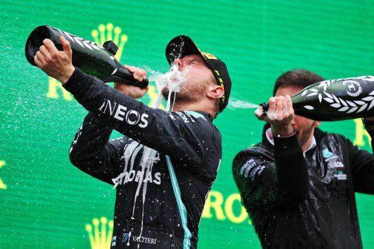 Race winner Valtteri Bottas (FIN) Mercedes AMG F1 celebrates on the podium. 10.10.2021. Formula 1 World Championship, Rd 16, Turkish Grand Prix, Istanbul, Turkey, Race Day. - www.xpbimages.com, EMail: requests@xpbimages.com © Copyright: Moy / XPB Images