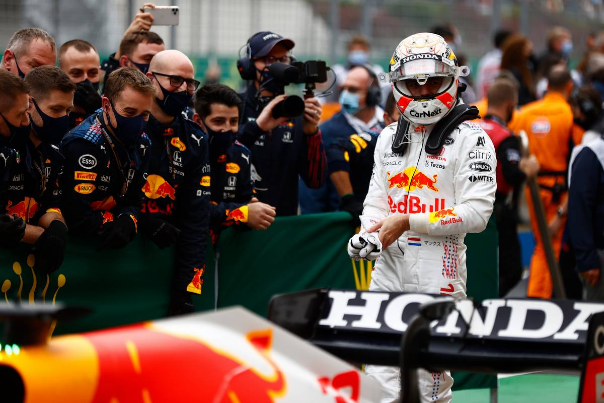 Max Verstappen (NLD) Red Bull Racing RB16B in parc ferme. 10.10.2021. Formula 1 World Championship, Rd 16, Turkish Grand Prix, Istanbul