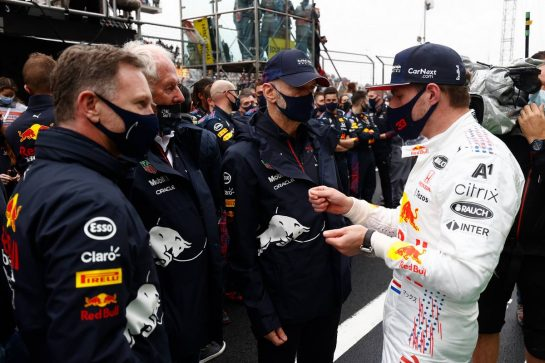 Max Verstappen (NLD) Red Bull Racing with Christian Horner (GBR) Red Bull Racing Team Principal; Dr Helmut Marko (AUT) Red Bull Motorsport Consultant; and Adrian Newey (GBR) Red Bull Racing Chief Technical Officer in parc ferme. 10.10.2021. Formula 1 World Championship, Rd 16, Turkish Grand Prix, Istanbul, Turkey, Race Day. - www.xpbimages.com, EMail: requests@xpbimages.com © Copyright: FIA Pool Image for Editorial Use Only