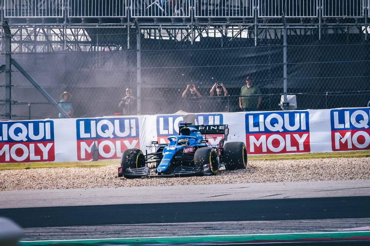 Fernando Alonso (ESP) Alpine F1 Team A521 spins in the second practice session. 22.10.2021. Formula 1 World Championship, Rd 17, United States Grand Prix, Austin