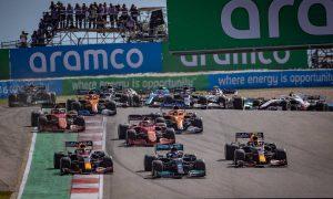 Max Verstappen (NLD) Red Bull Racing RB16B, Lewis Hamilton (GBR) Mercedes AMG F1 W12, and Sergio Perez (MEX) Red Bull Racing RB16B, at the start of the race. 24.10.2021. Formula 1 World Championship, Rd 17, United States Grand Prix, Austin