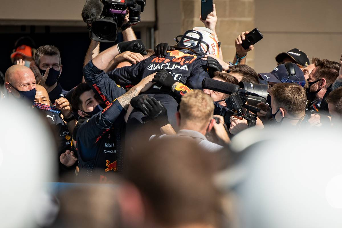 Race winner Max Verstappen (NLD) Red Bull Racing celebrates with the team in parc ferme. 24.10.2021. Formula 1 World Championship, Rd 17, United States Grand Prix, Austin